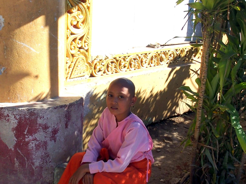 Nonne école Mandalay Birmanie Myanmar