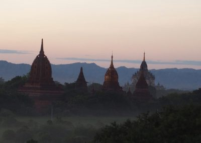 Pagodes Bagan soir Birmanie