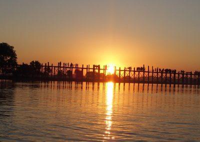 Pont U-Bein de nuit Birmanie