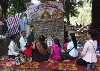 Prière en famille Laos