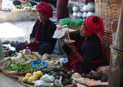 Scène de vie de marché birman