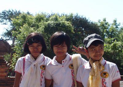 Sourires de jeunes filles Birmanie