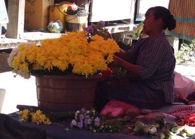 Vendeuse de fleurs en Birmanie