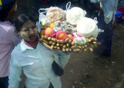 Vendeuse de fruits en Birmanie