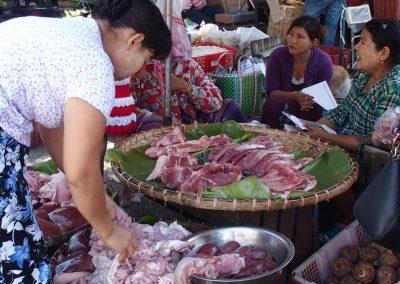 Vente viande sur marché Birmanie
