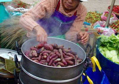 Cuisson des patates Cambodge