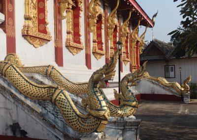 Dragons à l'entrée d'un temple Luang Prabang Laos