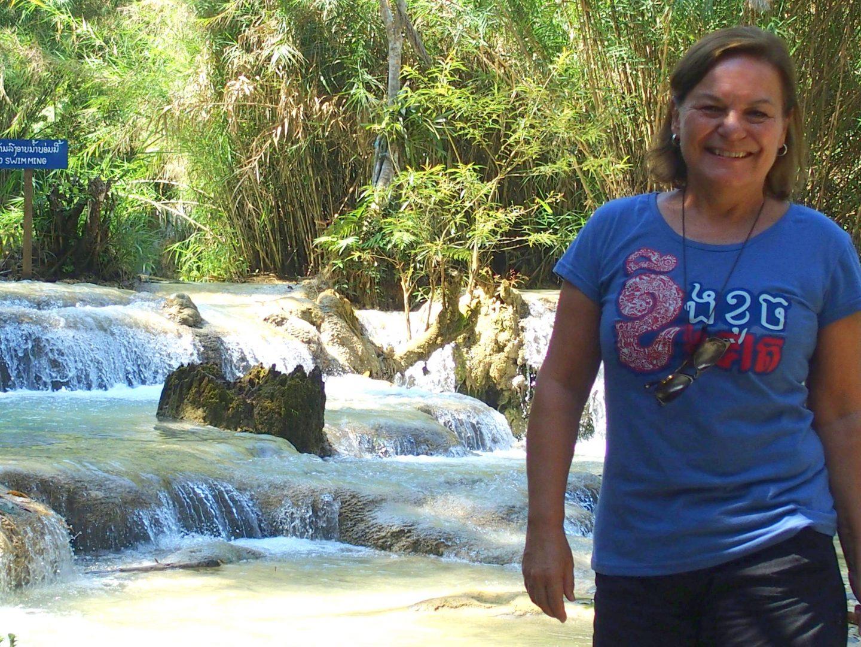 Pieds dans l'eau des cascades Kuang Si Luang Prabang Laos