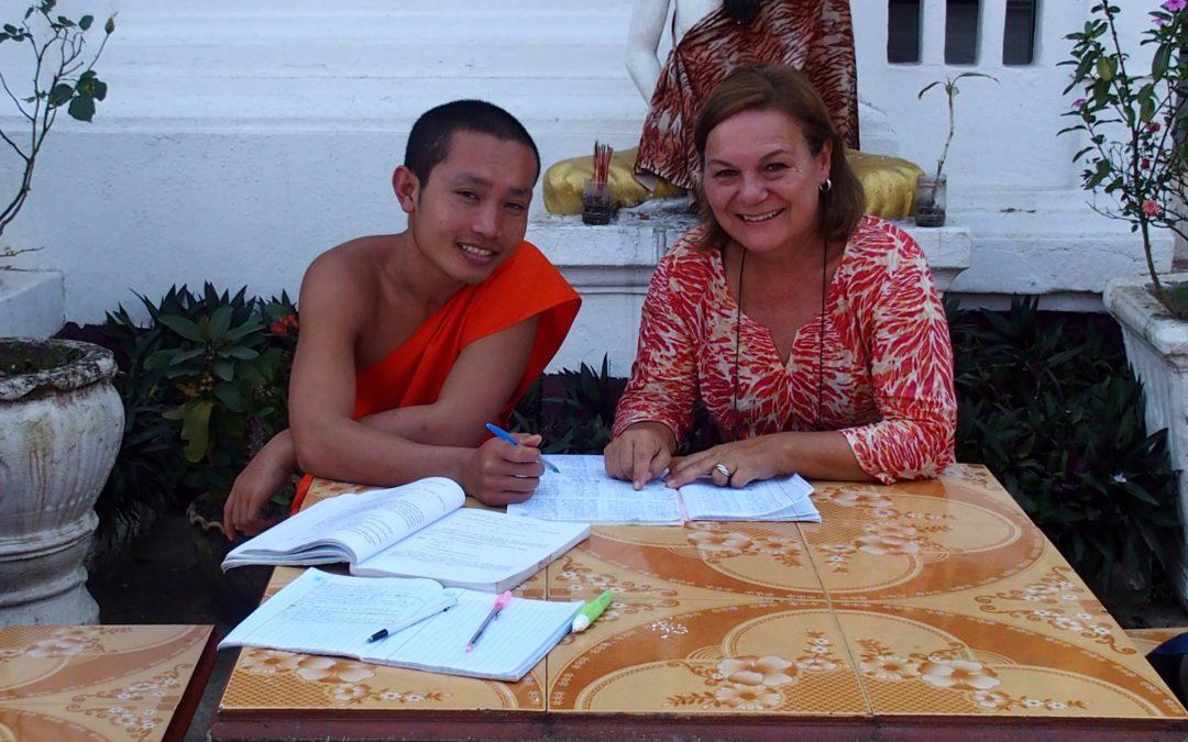 Mes cours de français à un jeune moine laotien