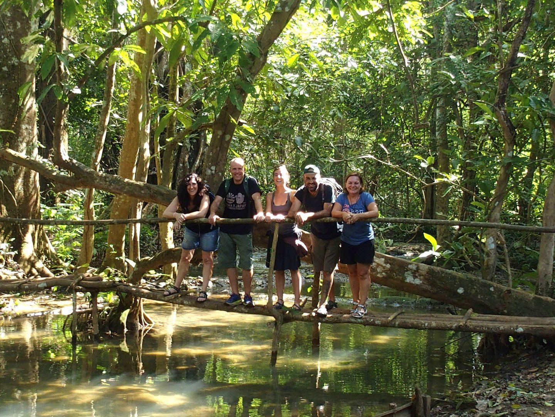 Retrouvailles avec des copains espagnols cascades Kuang Si Luang Prabang Laos