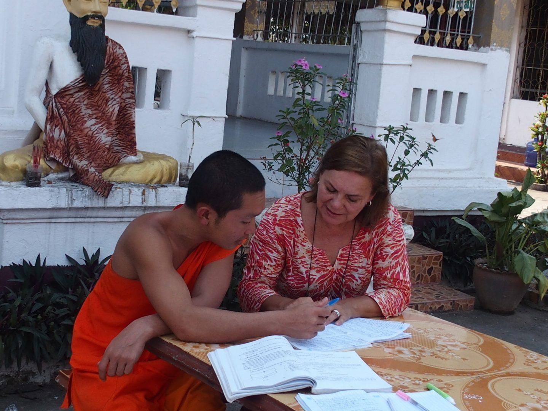 Séance travail avec Phone jeune moine laotien Luang Prabang Laos