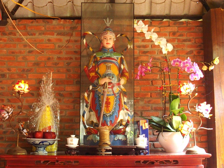 Autel offrandes pagode Tienn Mu Hué Vietnam
