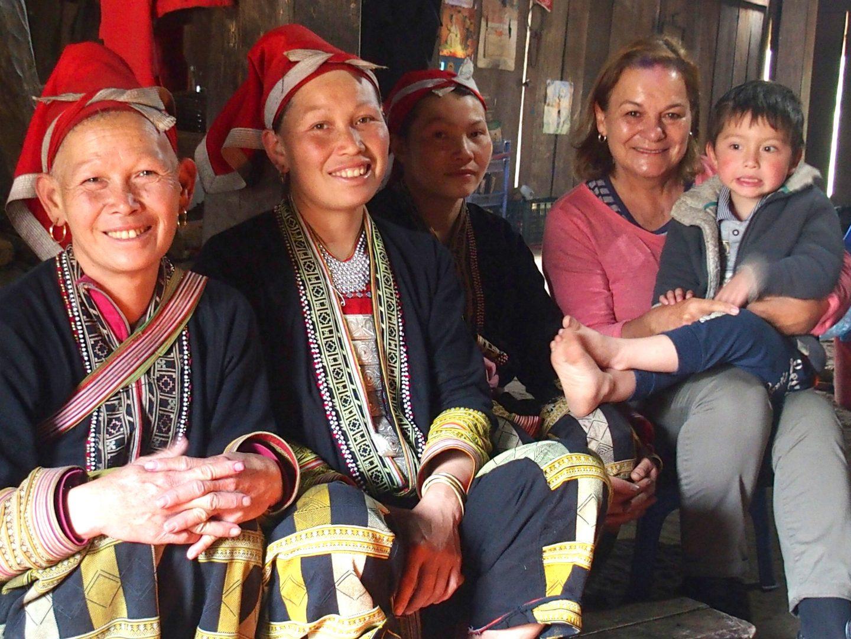 Avec Anatole et les femmes de la maison Ta Phin Vietnam