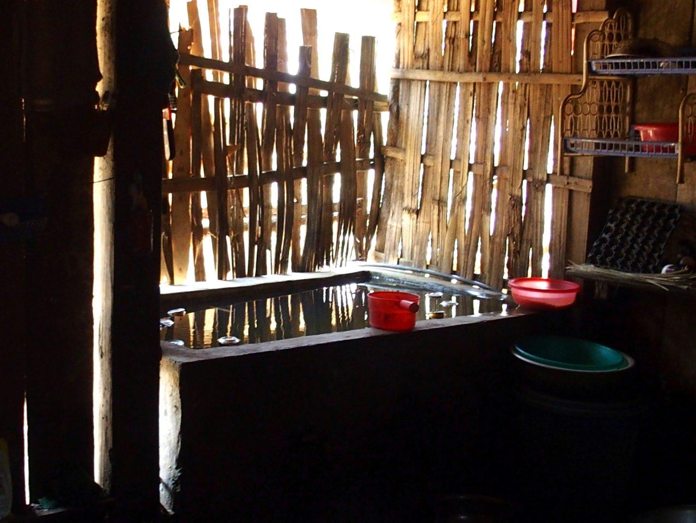 Baquet à eau tous usages maison Ta Phin Vietnam