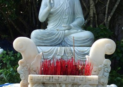 Bouddha jardin Thien Mu Hué Vietnam