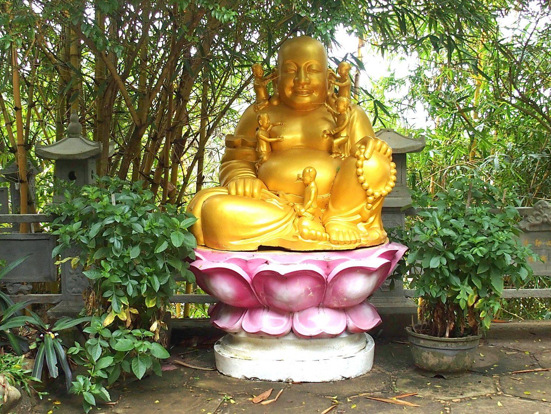 Bouddha sur fleur lotus Tienn Mu Hué Vietnam