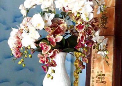 Bouquet orchidées pagode Thien Mu Hué Vietnam
