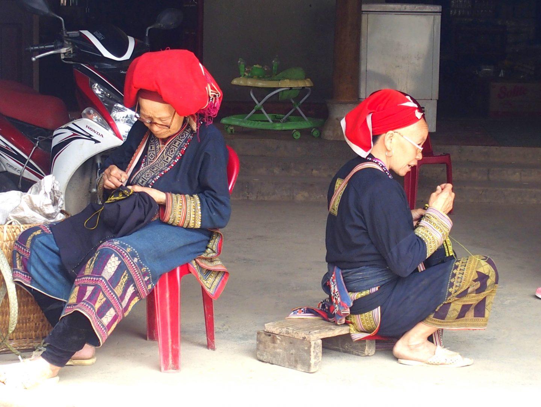 Brodeuses ethnie Dao à Ta Phin Vietnam