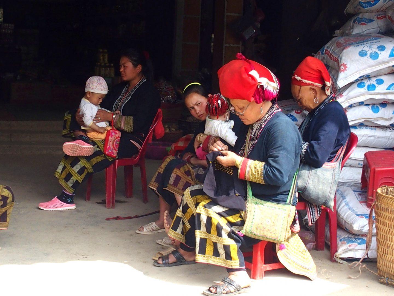 Brodeuses Daos en famille Vietnam