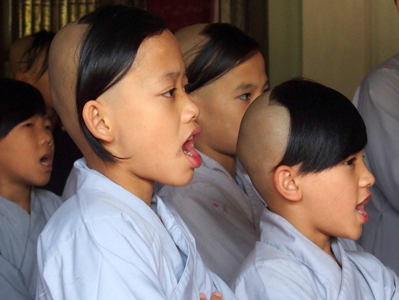 Chant des novices monastère Hué Vietnam