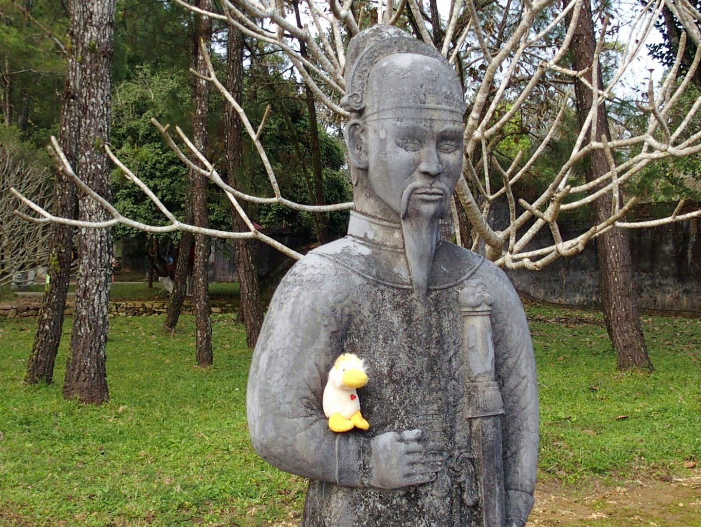 Couinn-Couinn et soldat mausolée Khai Dinh Hué Vietnam