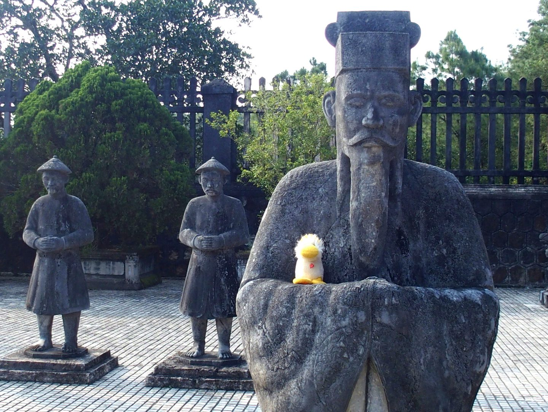 Couinn-Couinn sur bras garde royale mausolée Khai Dinh Hué Vietnam