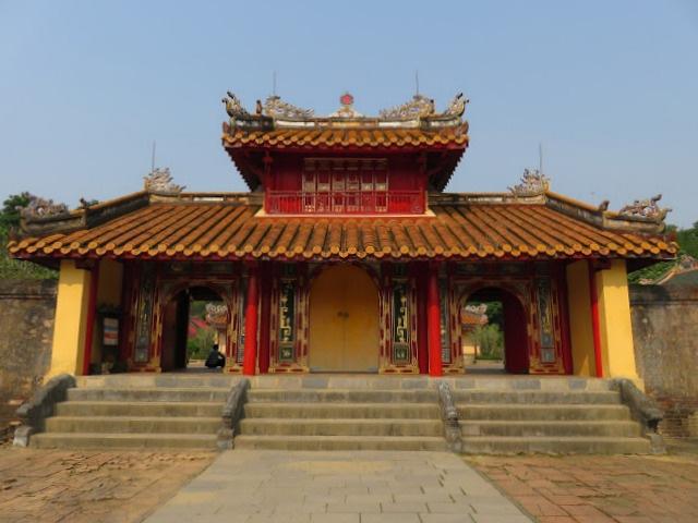 Entrée mausolée Minh Mang