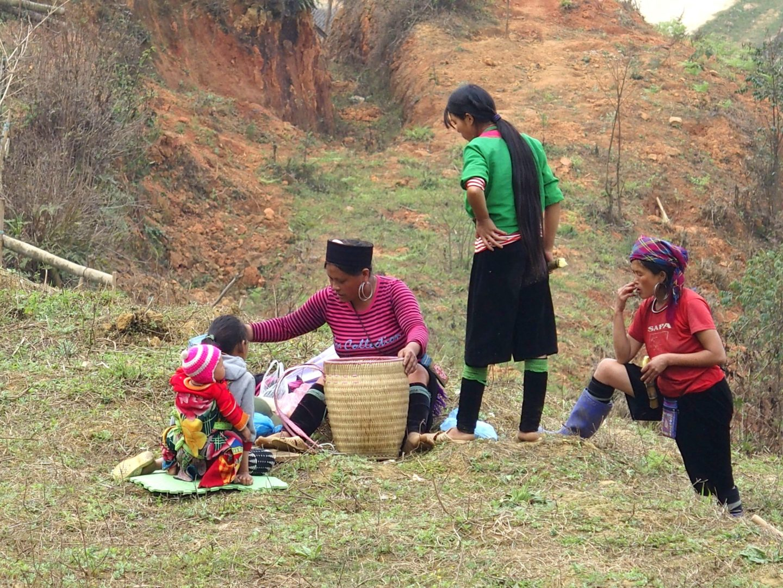 Famille Hmông dans les champs Ta Phin Vietnam