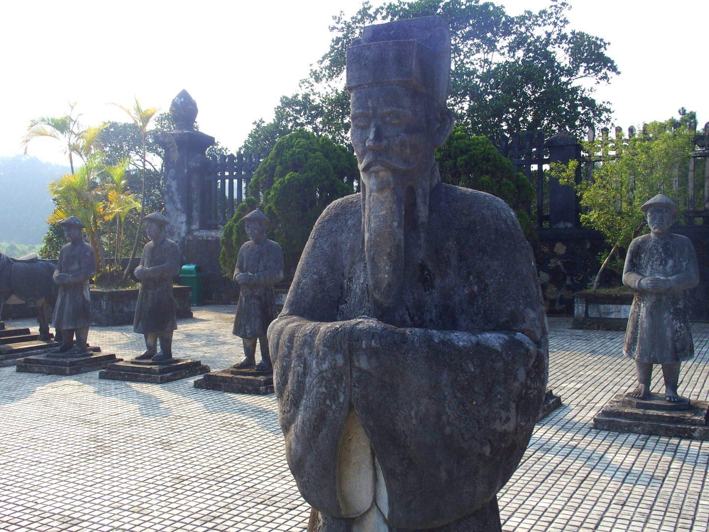 Garde royale mausolée Khai Dinh Hué Vietnam