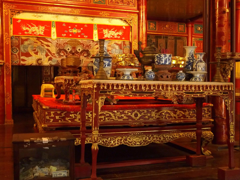 Intérieur mausolée Khai Dinh Hué Vietnam