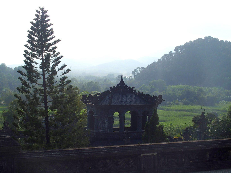 Pavillon extérieur mausolée Khai Dinh Hué Vietnam