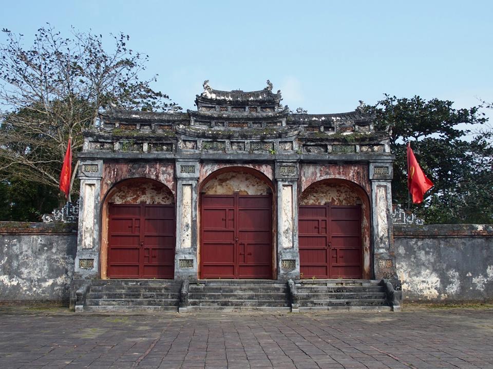 Porte entrée mausolée Tu Duc hué Vietnam