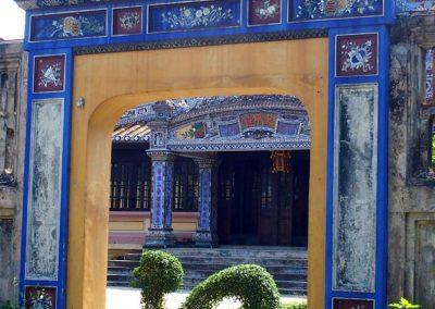 Porte et buisson sculpé animal Thien Mu Hué Citadelle