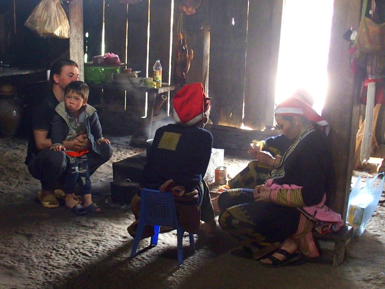 Soirée dans la maison d'Olivier ethnie Dao Ta Phin Vietnam