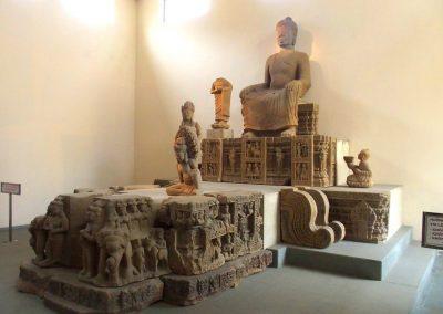 Statue Bouddha art cham musée Danang Vietnam
