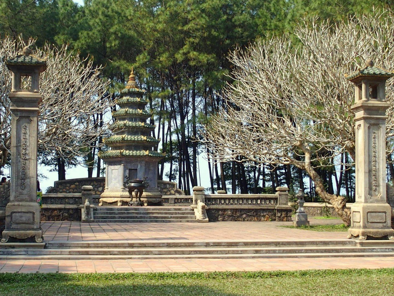 Temple dans jardin Citadelle Hué Vietnam