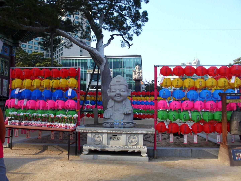 Bouddha et lanternes temple Jogyesa Seoul Corée du sud