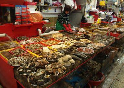 Etal de coquillages au marché Corée du sud