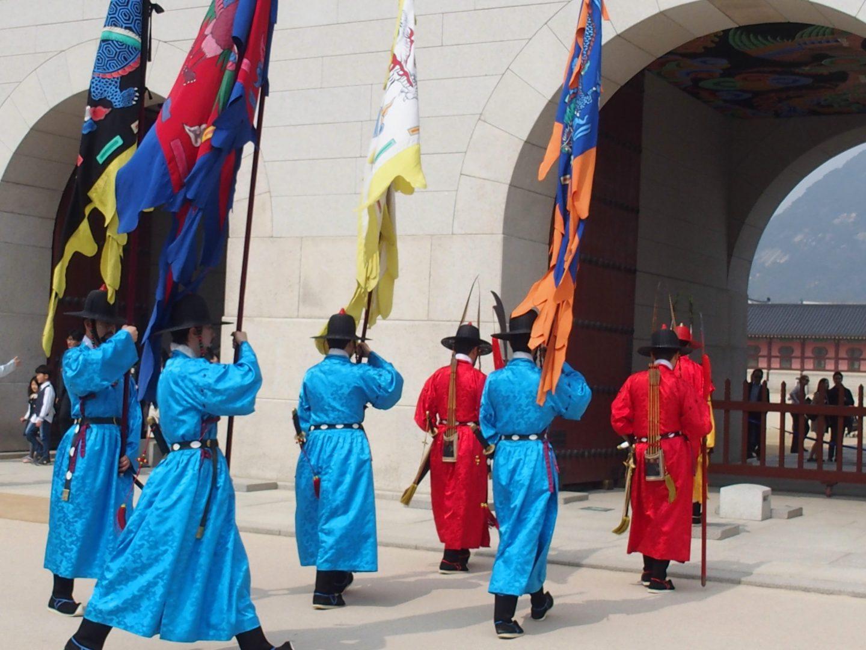 Gardes et drapeaux Seoul Corée du sud
