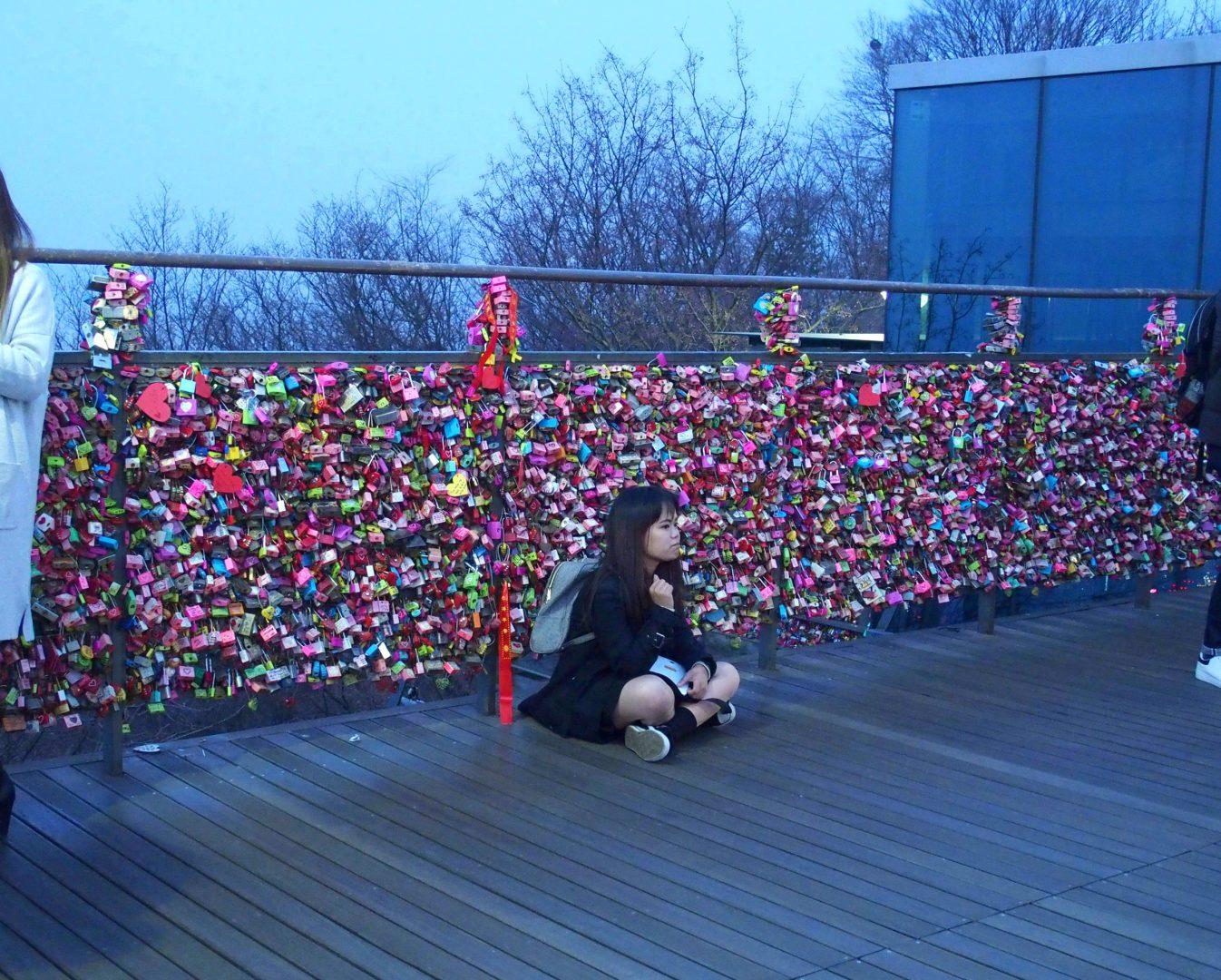 Jeune fille in love Seoul NTower Corée du sud