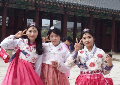 Jeunes filles au Palais Royal Séoul Corée du sud