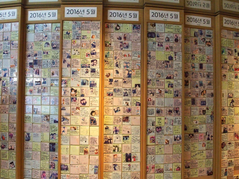 Murs carrelés de love messages Seoul NTower Corée du sud