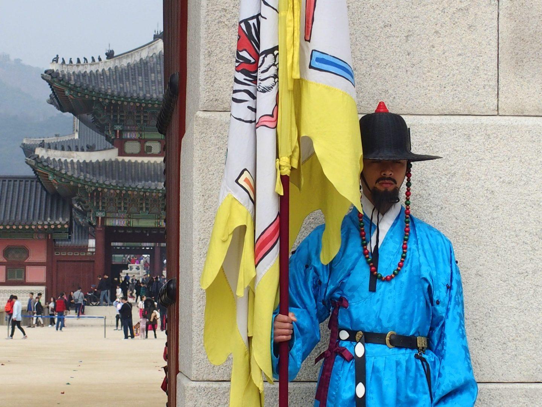 Porte entrée Palais royal et garde Seoul Corée du sud