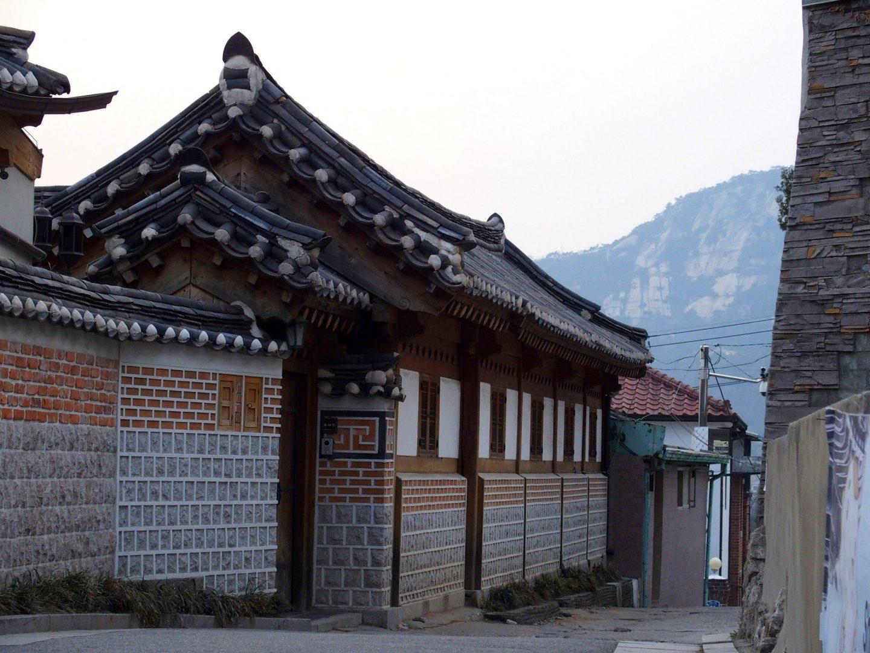 Toits sculptés hanoks Seoul Corée du sud