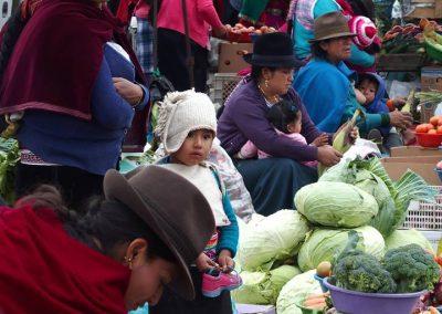 Femmes et enfants sur le marché