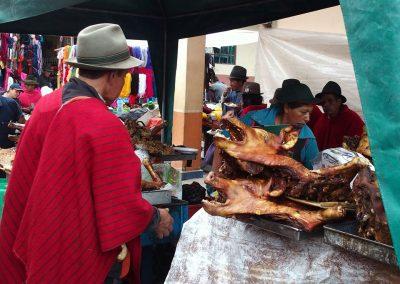 Cochon rôti à déguster sur le marché !