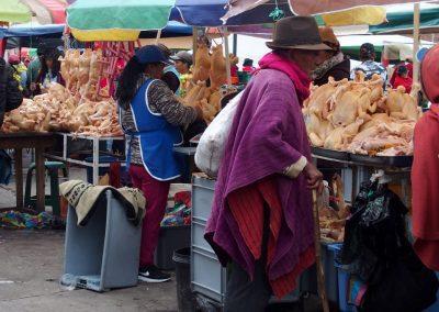 Vente de poulet sur le marché de Guamote