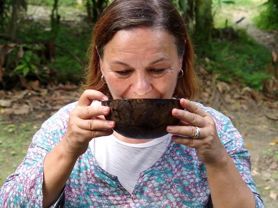 Bol de chicha de yuca en Amazonie Equateur