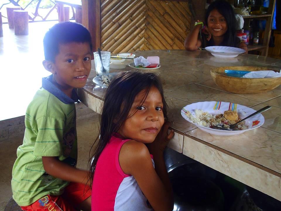 Enfants du sasha lodge Amazonie équatorienne