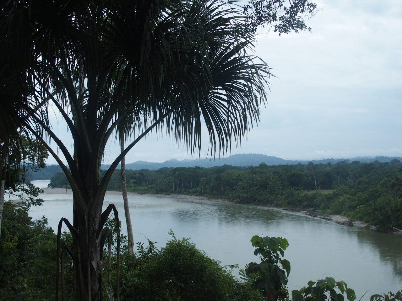 Traversée du fleuve Napo en Amazonie